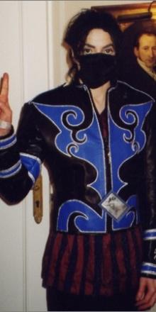 Michael Jackson porte la veste imaginée par Céline